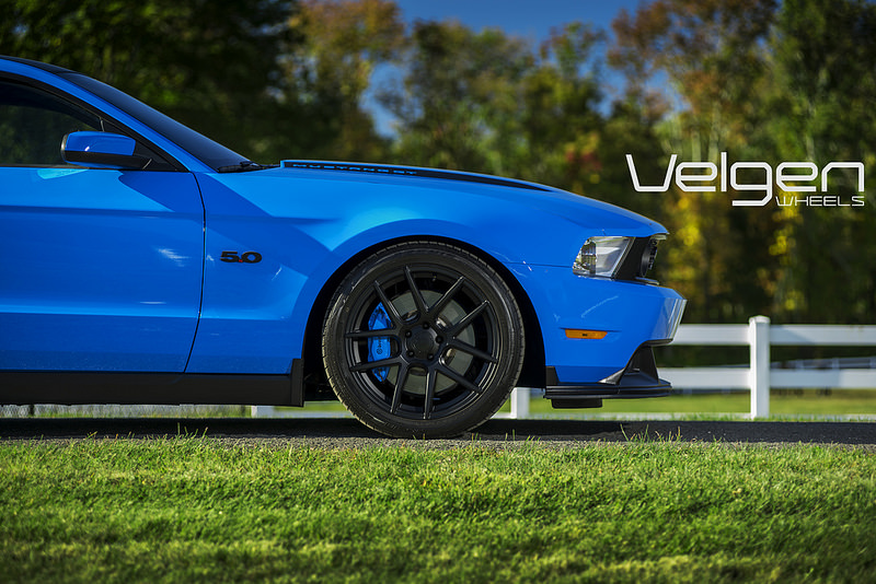 Colored Brake Calipers >> What Color Brake Calipers Red Or Grabber Blue For Gt350