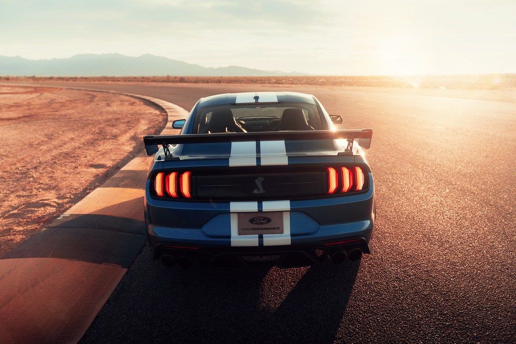 2020-Shelby-GT500-Mustang-Carbon-Fiber-Track-Package-1_zpswoiryyor.jpg