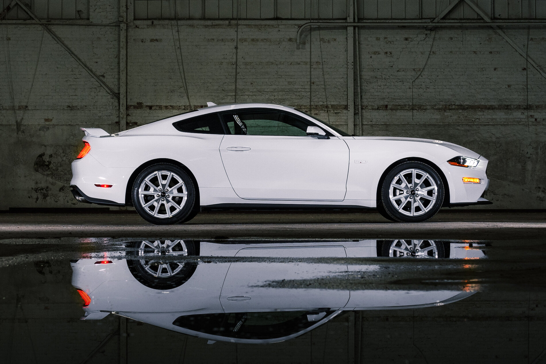 2022 Mustang Coupe Ice White Appearance Package_01.jpg
