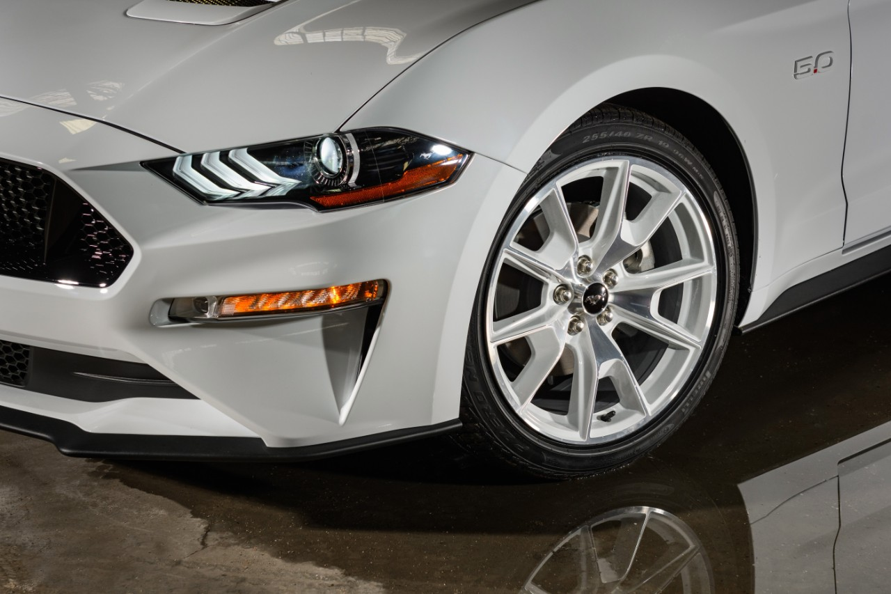 2022 Mustang Coupe Ice White Appearance Package_02.jpg