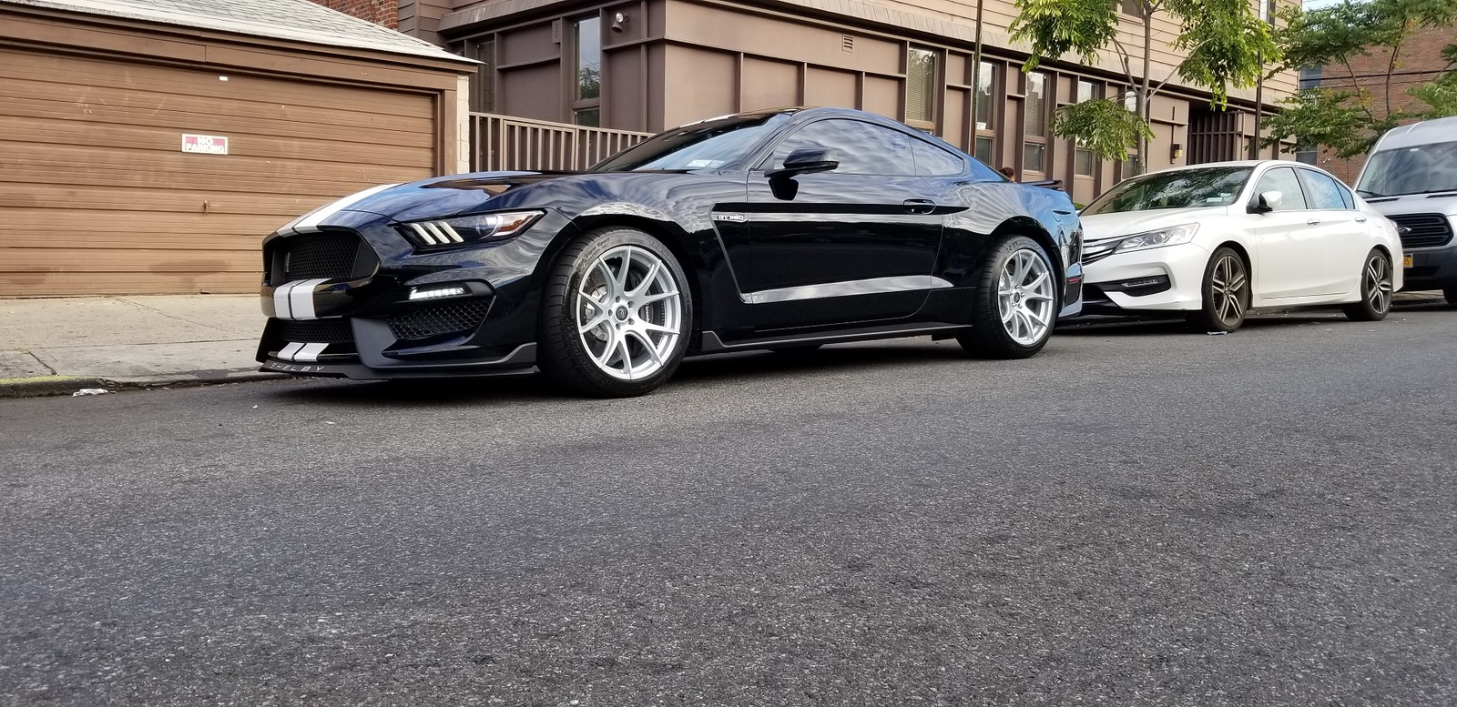 dow-black-ford-mustang-shelby-gt350-forgestar-cf5v-brilliant-silver-concave-rotory-forged-wheels.jpg