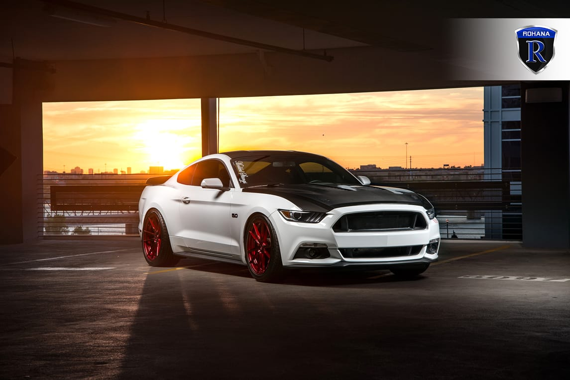 FORD-MUSTANG-GT-OXFORD-WHITE-ROHANA-RF2-GLOSS-RED-DEEP-CONCAVE-WHEELS.jpg