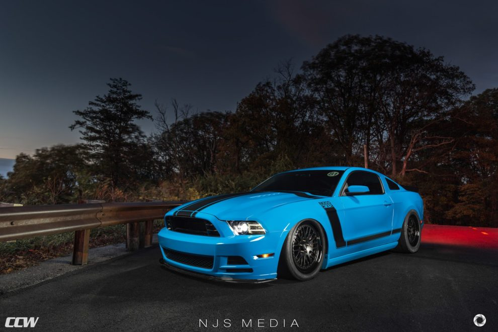 grabber-blue-2013-ford-mustang-boss-302-supercharged-custom-black-wheels-ccw-forged-a-5-990x660.jpg