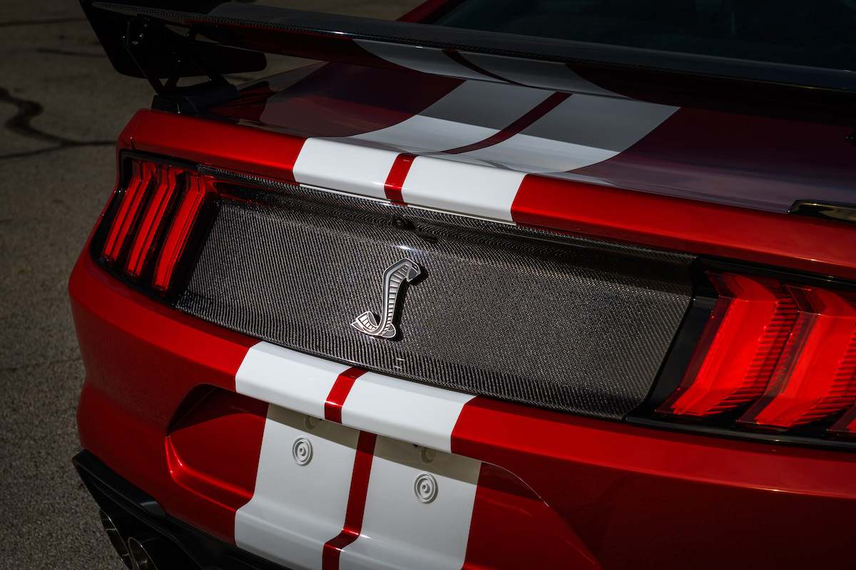 Mustang_GT_500_Rear_Decklid_Carbon_Fiber_Trim_Panel_01.jpeg