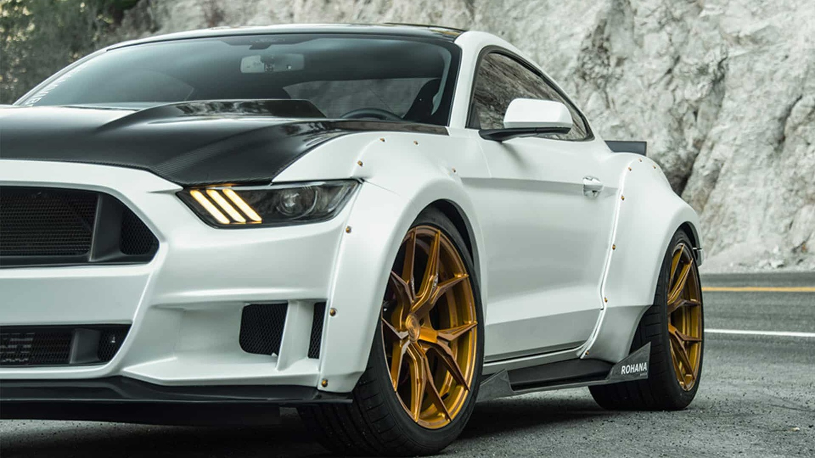 oxford-white-widebody-ford-mustang-gtpp-rohana-rfx5-gold-rotory-forged-concave-wheels.jpg