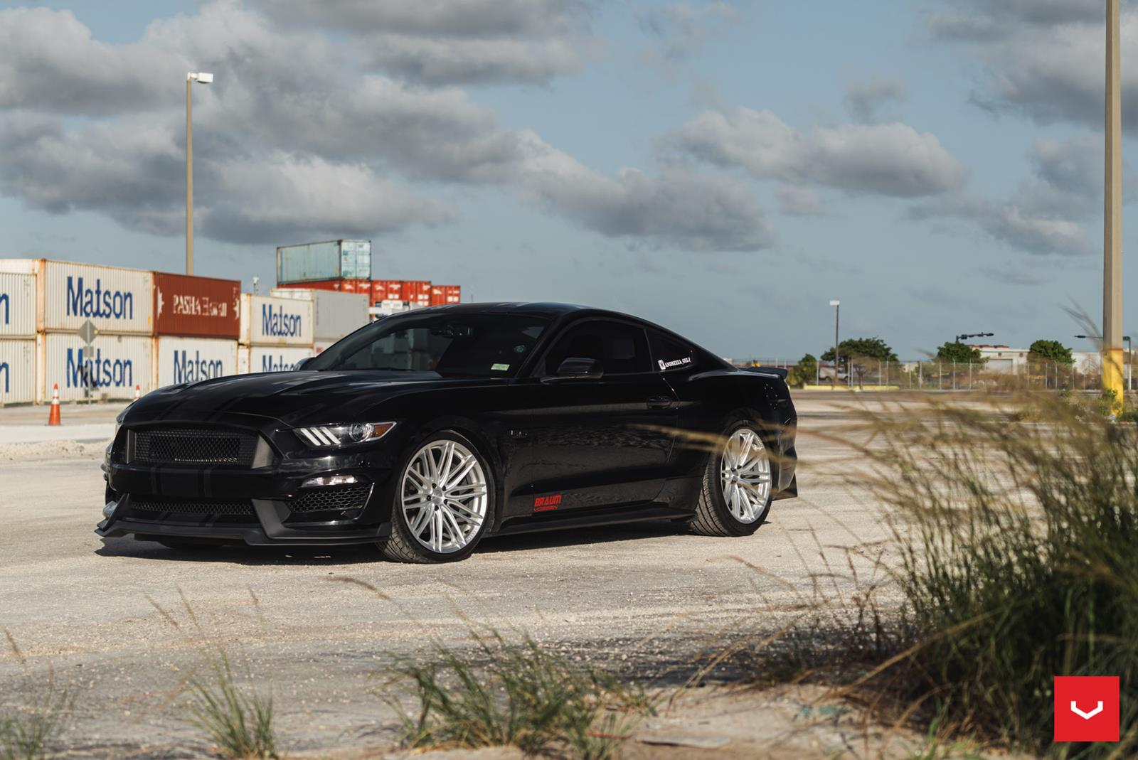 SHADOW-BLACK-FORD-MUSTANG-GT-S550-VOSSEN-VFS4-SILVER-HYBRID-FORGED-WHEELS.jpg