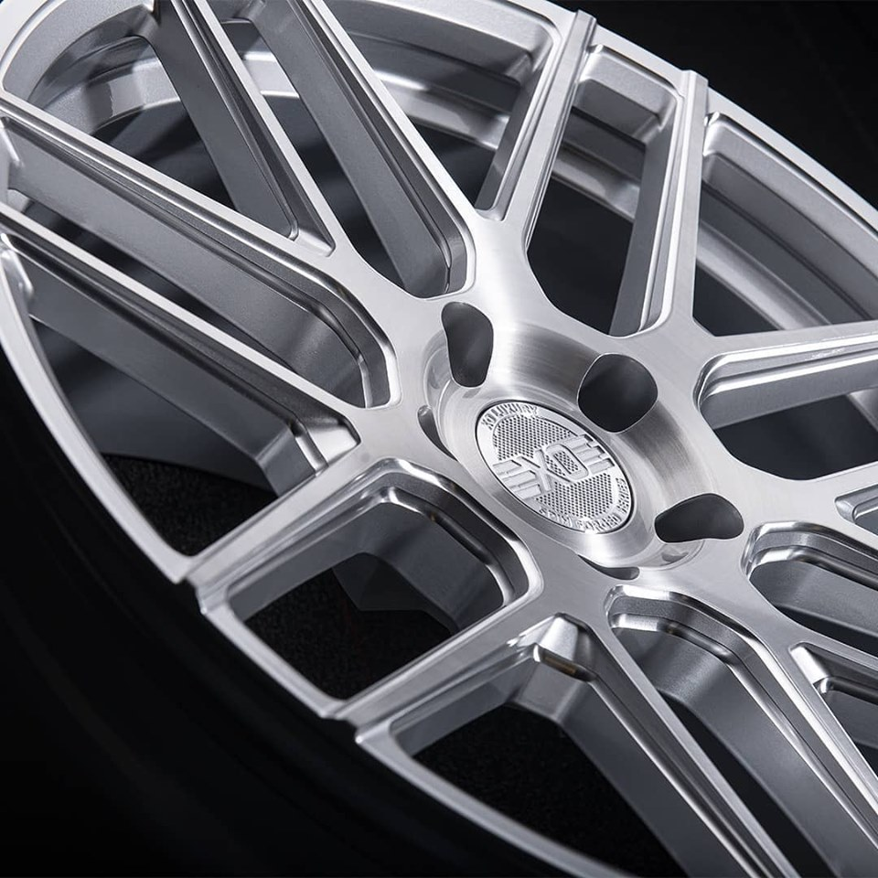 XO-LUXURY-MOSCOW-ROTORY-FORGED-SILVER-BRUSHED-WHEELS.jpg