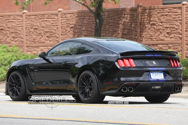 Black Shelby GT350 Mustang-5