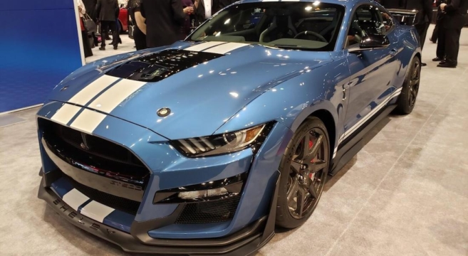 2020 Shelby GT500 Shows Off for Charity in Chicago | 2015+ Mustang Forum News Blog (S550 GT ...